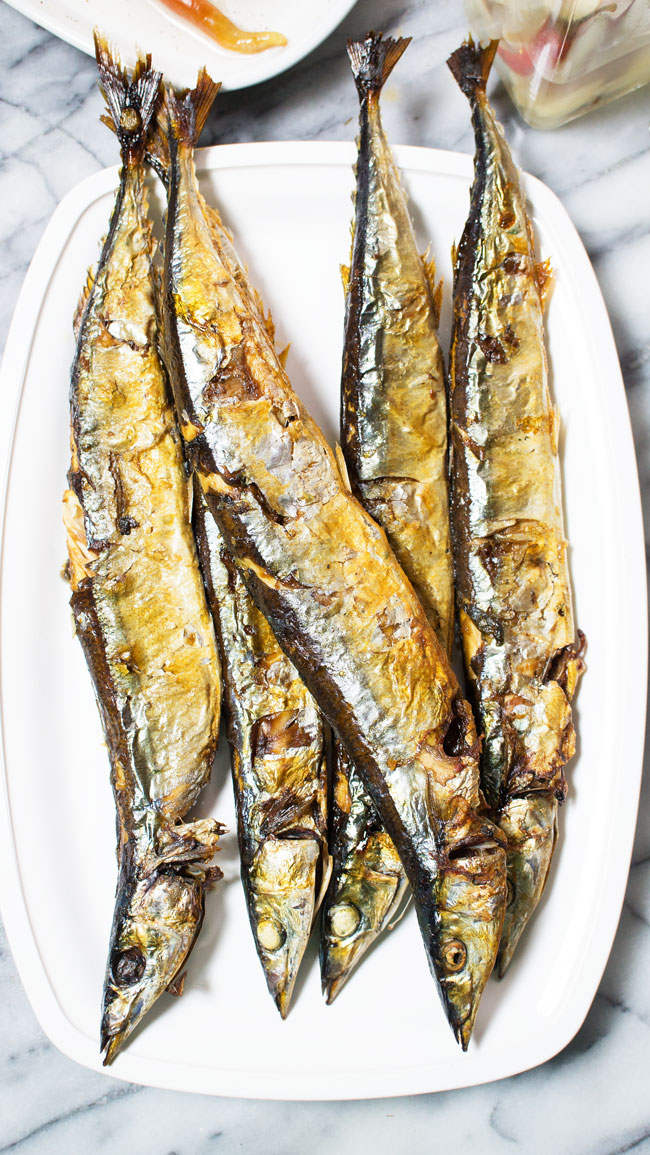 Broiled Mackerel Recipe is a copy-cat from the grilled Korean Mackerel we have tried 3 weeks. Although this is broiled, it is similar to the grilled one in terms of its taste. No frying and it does not need fancy ingredients to make.